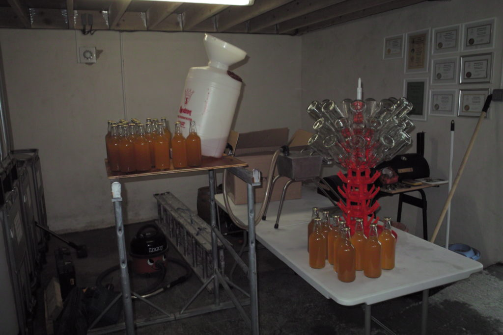 5 Photo of apple juice production